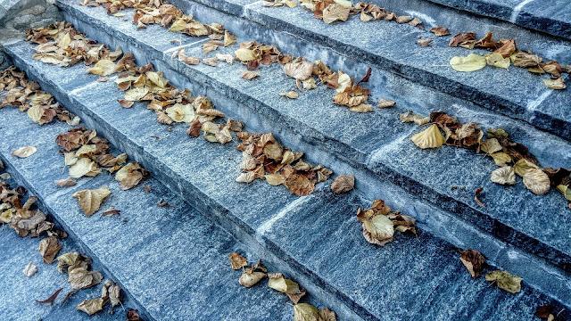 marmurowe schody marmur działanie własciwosci moc energia wpływ litoterapia