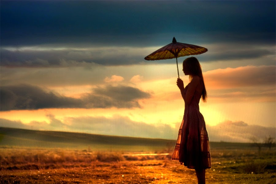 Girl-waiting-alone-for-her-love-to-return-after-sunset-900x603.jpg