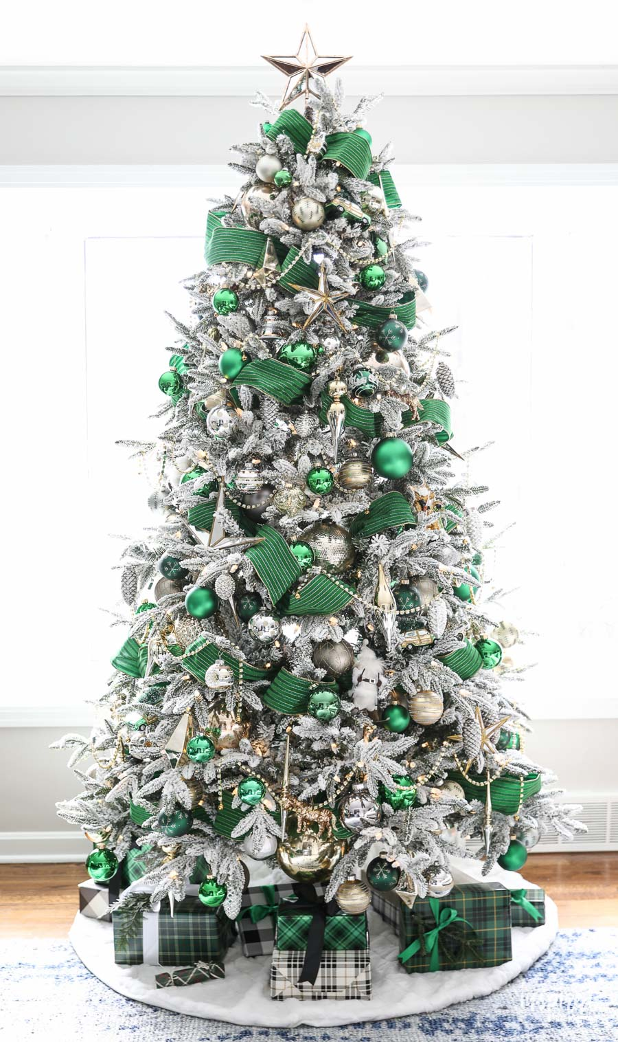 A Christmas Tree Fit For The Emerald City