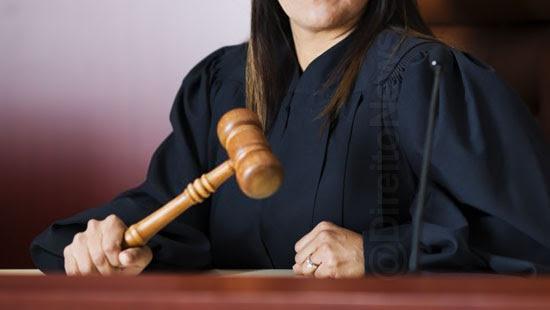 juiza raca sentenca perder cargo lei