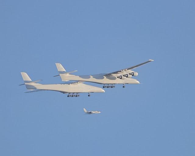 Stratolaunch, cамый большой самолёт в мире, сегодня впервые поднялся в воздух