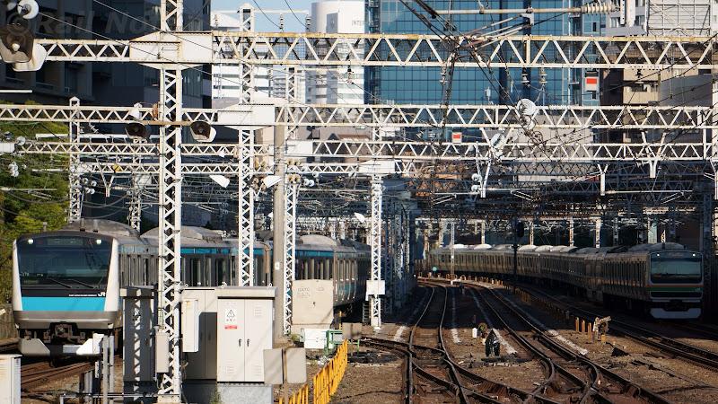 引き揚げ線から京浜東北線4番線に向かう列車
