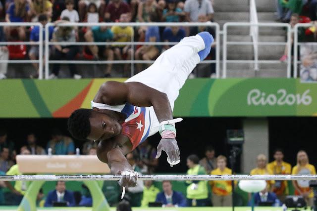 Manrique Larduet Bicet de Cuba,  compite en la barra fija del All Around de la gimnasia artística de los Juegos Olímpicos de Río de Janeiro, en el estadio Arena Olimpica, ubicado en el Parque Olímpico, en Barra de Tijuca, Brasil,  el 6 de agosto de 2016.
