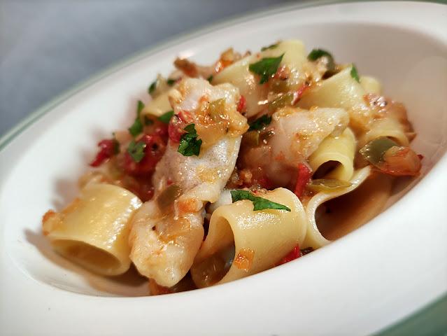 Pasta calamarata con rape y verduras