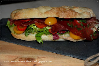 https://swiat-na-widelcu.blogspot.com/2020/01/panini-z-bresaola-i-pomidorkami-cherry.html