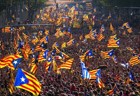 Barcelonában mintegy hatszázezren vonultak utcára a katalán nemzeti ünnepen
