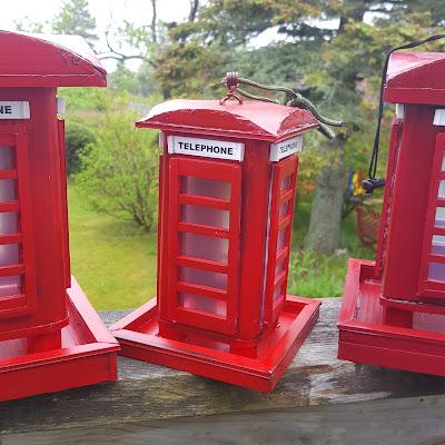 Coroplast British Phone Booth Bird Feeder