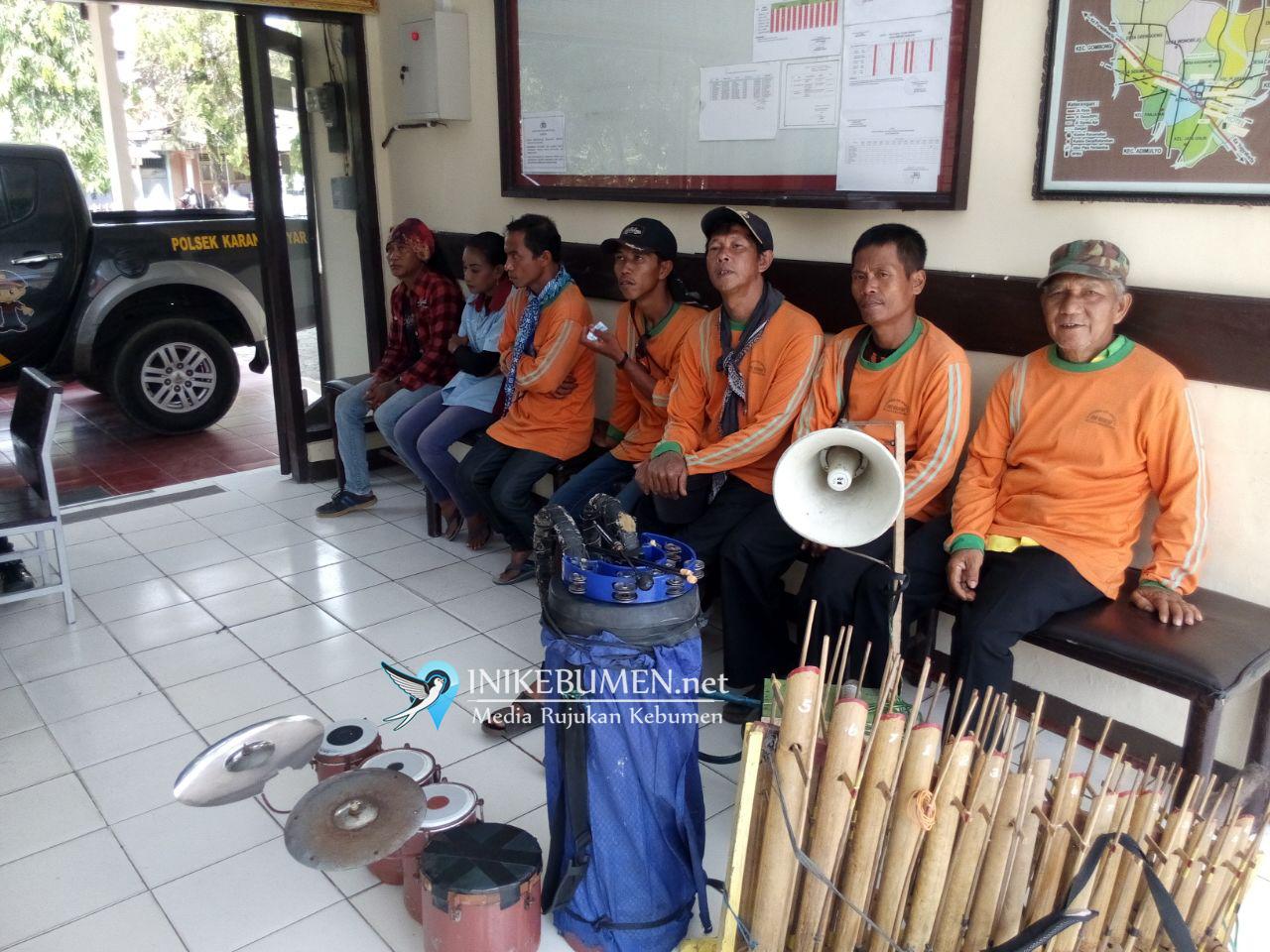 Ngamen di Alun-alun Karanganyar, Enam Pengamen Ditangkap Polisi