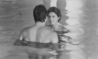 "Tahnee Welch y Steve Guttenberg (de espaldas), ""Cocoon 1985"""