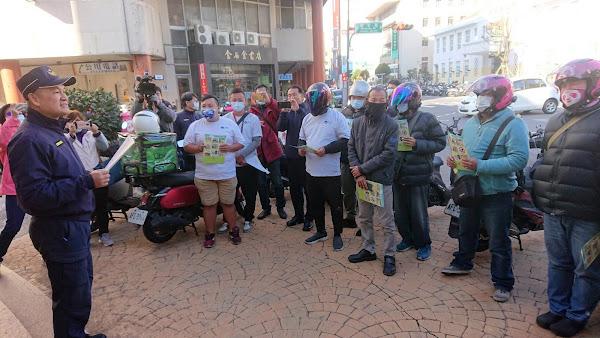 外送員趕單車禍頻傳 彰化警方暖心交通宣導
