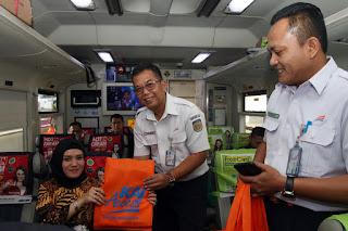 Di Hari Pelanggan, PT Kai Daop 3 Cirebon bagikan Goodie Bag Dan Balon
