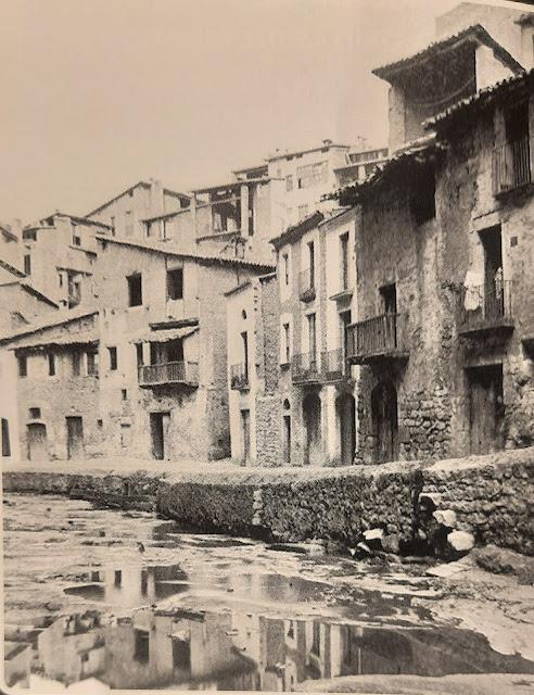 La casa de Andrés Proaza, la más oscura de la foto, situada en la actual calle Esgueva