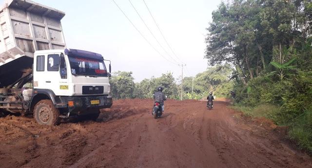 Warga Resah Akibat Jalan Rusak, Pemkab Purwakarta Minta PT. KCIC Bertanggung Jawab