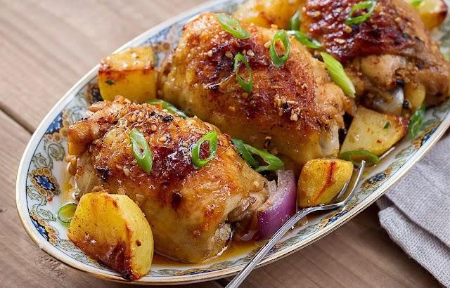 Μπουτάκια κοτόπουλου με πατάτες στην κατσαρόλα