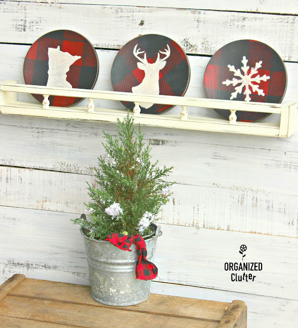 Thrift Shop Wooden Salad Plates Repurposed As Rustic Christmas Decor #Christmasjunkfavs #thriftshop #thriftshopmakeovers #stencil #oldsignstencils #buffalocheck #buffalochecks #rusticChristmas
