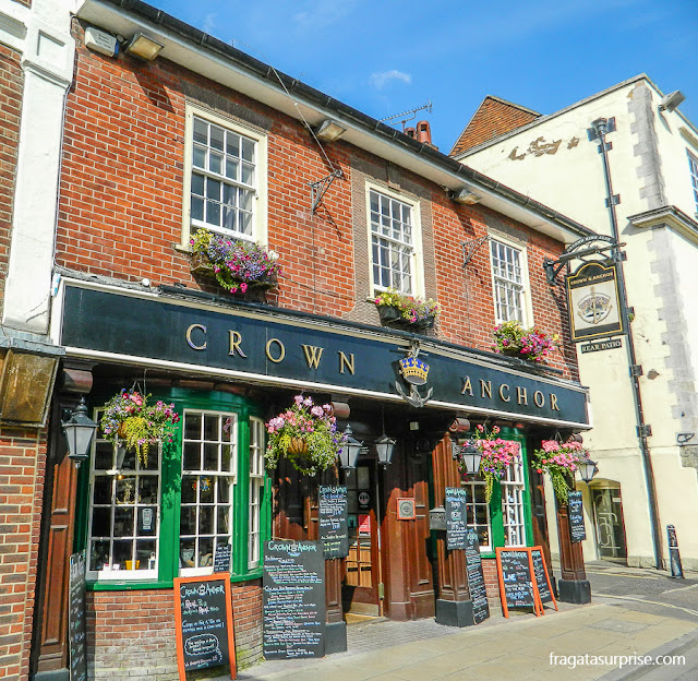 Pub no Centro Histórico de Winchester, Inglaterra