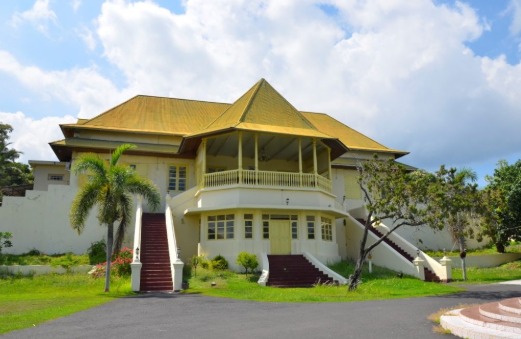 Istana Kesultanan Ternate merupakan salah satu peninggalan kerajaan yang masih berdiri