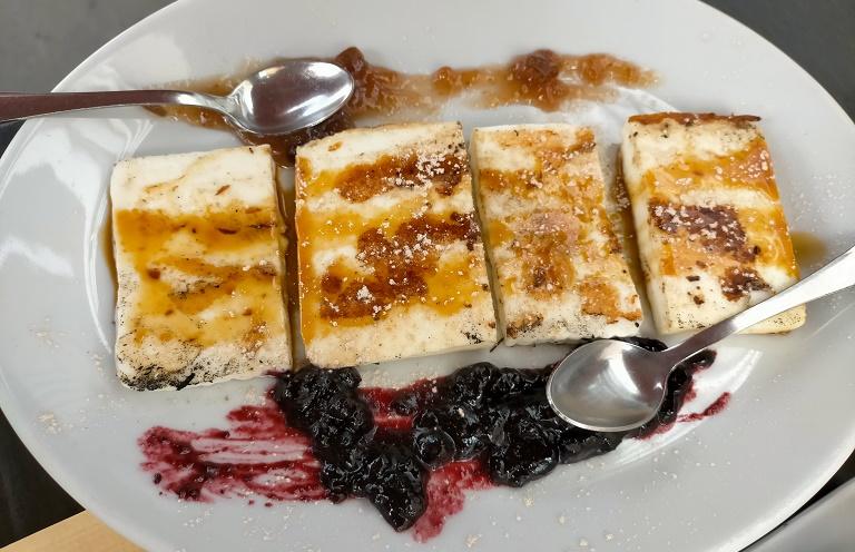 gastronomia-tipica-canaria-queso-asado