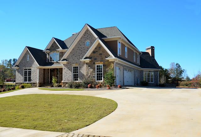 البلد الوحيد الذي يحتوي على منازل أكثر من عدد سكانه.
