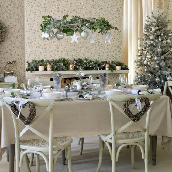 Mesas de navidad en gris y blanco colores en casa for Comedor gris y blanco