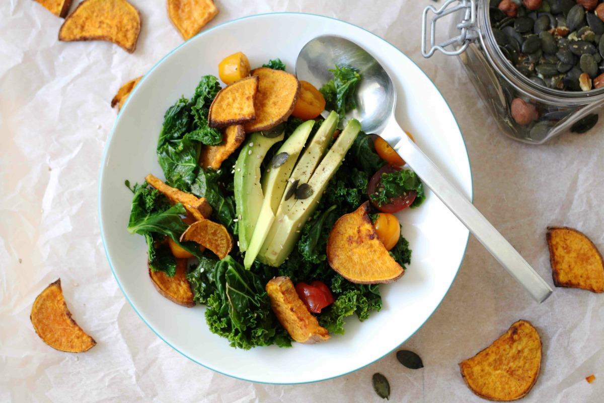 Grünkohlsalat mit gerösteter Süßkartoffel