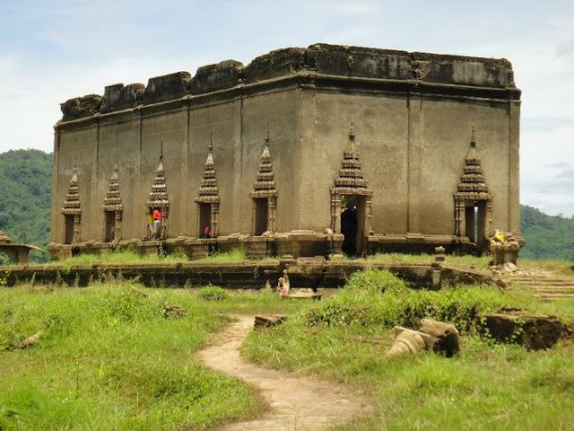 วัดใต้น้ำ หรือ วัดจมน้ำ หรือ เมืองบาดาล เป็นสถานที่ท่องเที่ยวชื่อเสียงของ อ.สังขละบุรี จ.กาญจนบุรี และยังถือเป็น Unseen Thailand