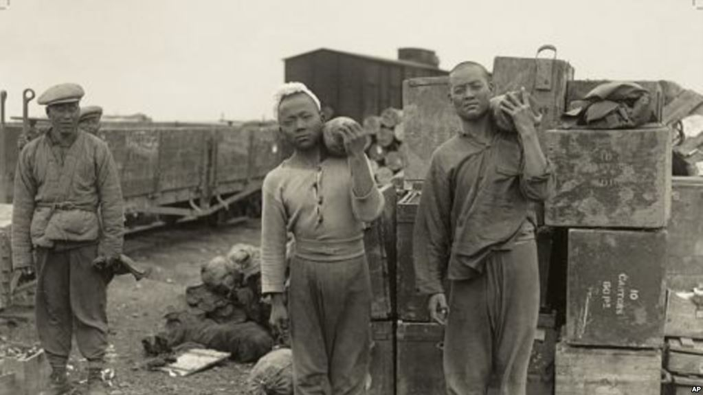 Members of the Chinese Labour Corps moving munition during WWI