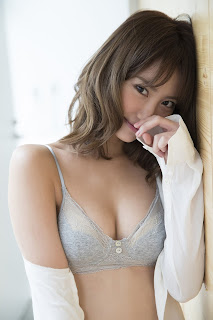 Mariya Nagao: Friday Digital Photobook 2017.08.01「Iyashi no Karada」