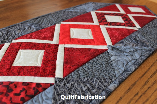 Harlow table runner pattern by QuiltFabrication