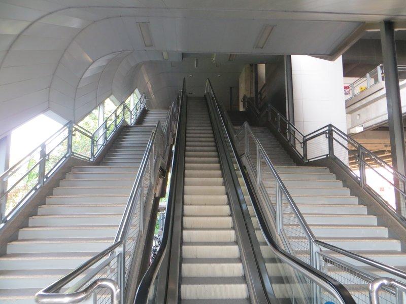 Лестница на станцию метро