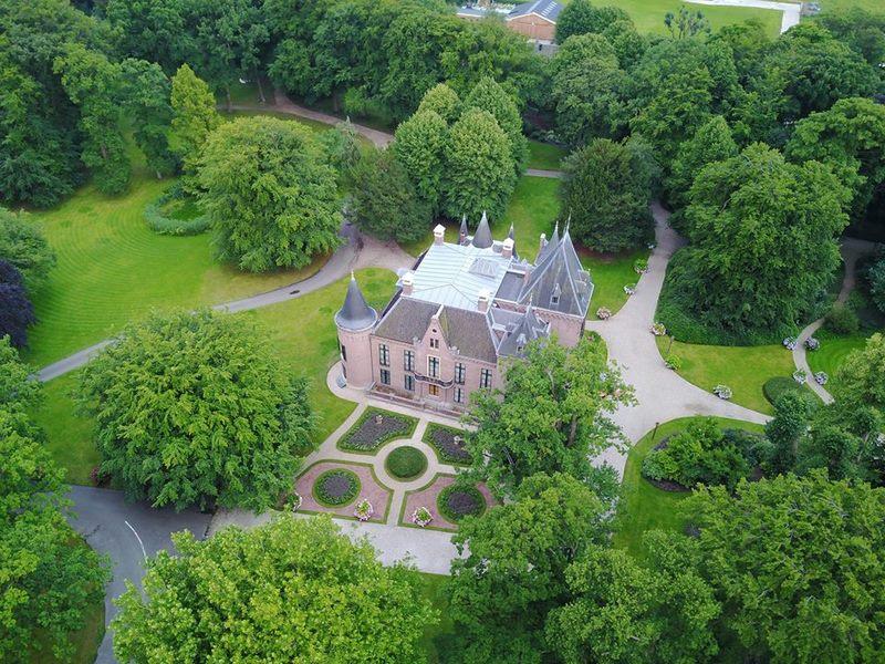 Vista aérea de los jardines y parques del castillo junto a los jardines de Keukenhof
