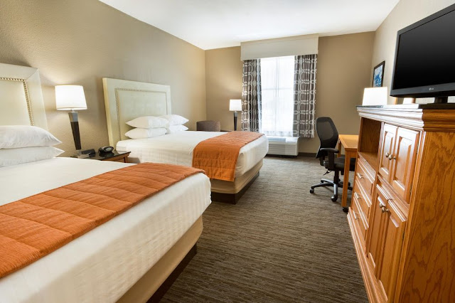 All hotel guests at Drury Inn & Suites Lafayette enjoy free extras every day: free hot breakfast, free 5:30 Kickback® with hot food and cold beverages.