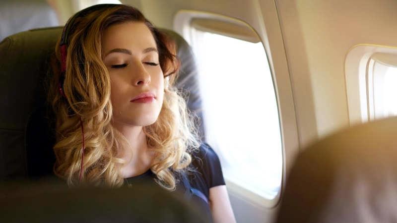 انسداد الأذن أثناء الطيران، ما أسبابه؟ وكيفية التعامل معه؟ Ear blockage while flying