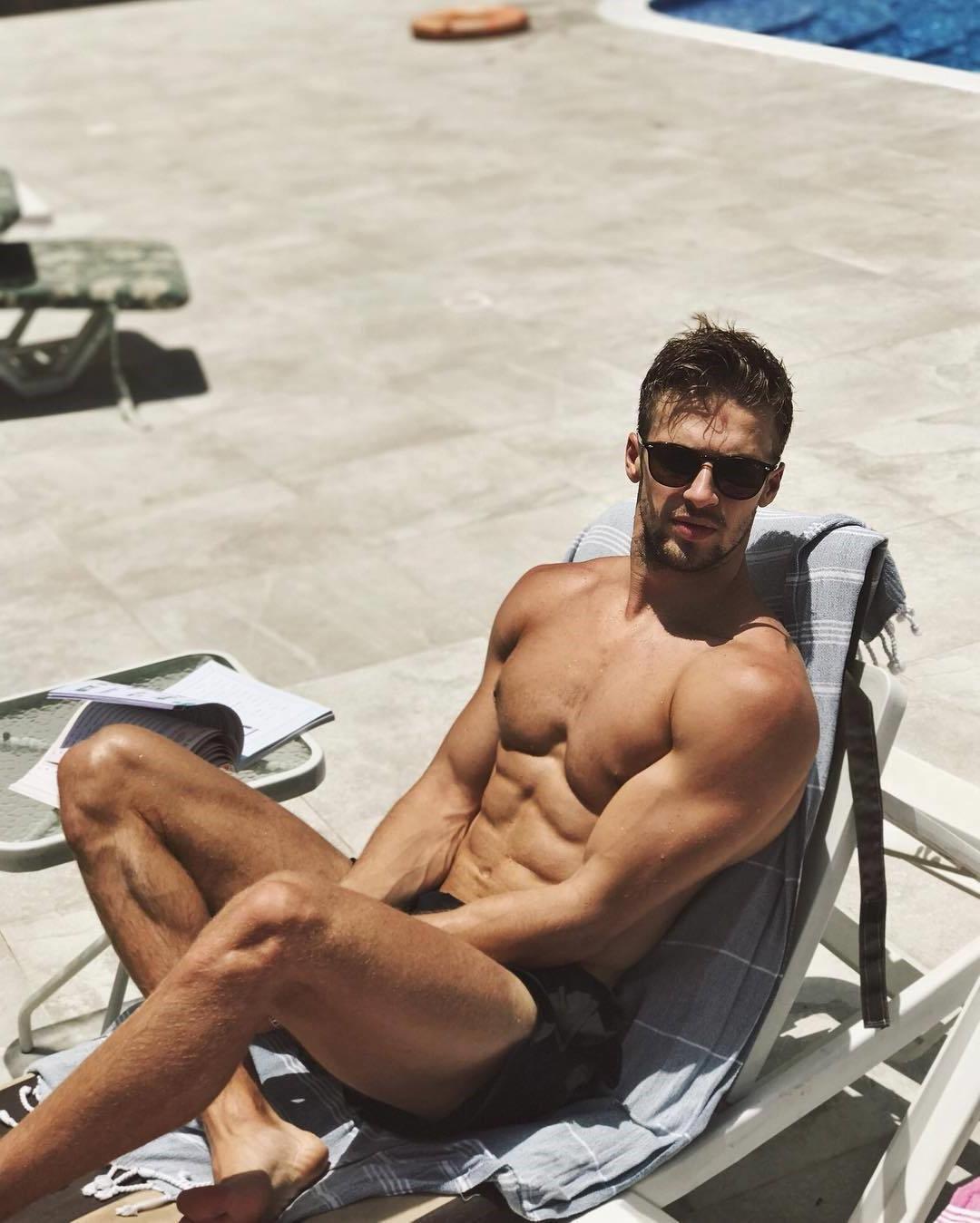 shirtless-fit-freddie-highmore-body-pictures-dima-zinchenko
