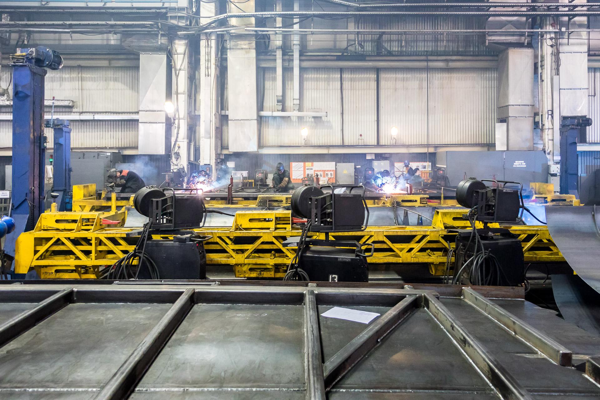 Сборка элементов кузова вагона-хоппера (Тихвинский вагоностроительный завод)