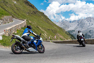 Cómo vestir para ir en moto en verano - Fénix Directo Blo