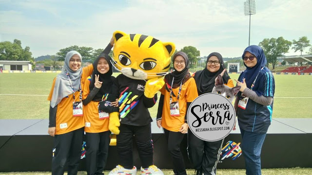 volunteers with Rimau mascot