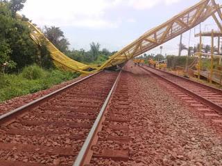 Maranhão: Passarela Desaba por cima dos 'Trilhos da Vale' e bloqueia passagem do Trem em Arari