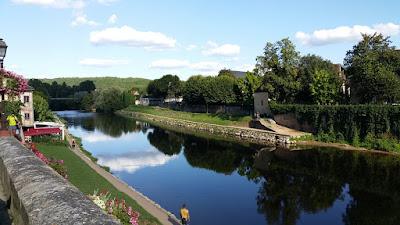 El riu Vézère passant per Montignac