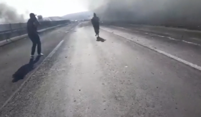 Video.- Un testigo que se encontró en el momento de la explosión graba el momento en que apoyo a única sobreviviente