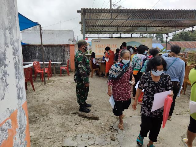 Bersama Personel Taruna Dalam Rangka Pembagian BST Diwilayah Binaan, Personel Jajaran Kodim 0207/Simalungun Turut Dampingi