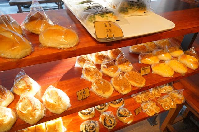 DSC04761 - 台中麵包店推薦│沐沐麵包款式樸實簡單,人氣王青葱麵包連不吃蔥的棒棒也愛吃
