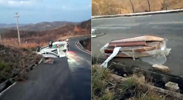 Carro funerário capota em Caririaçu e destrói caixão com corpo de mulher, em Vídeo