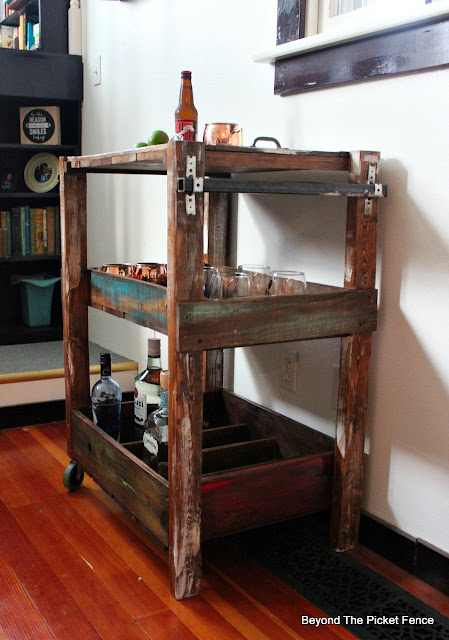 bar cart, rustic, industrial, pallet wood, reclaimed wood, bar, http://goo.gl/vDoqBv
