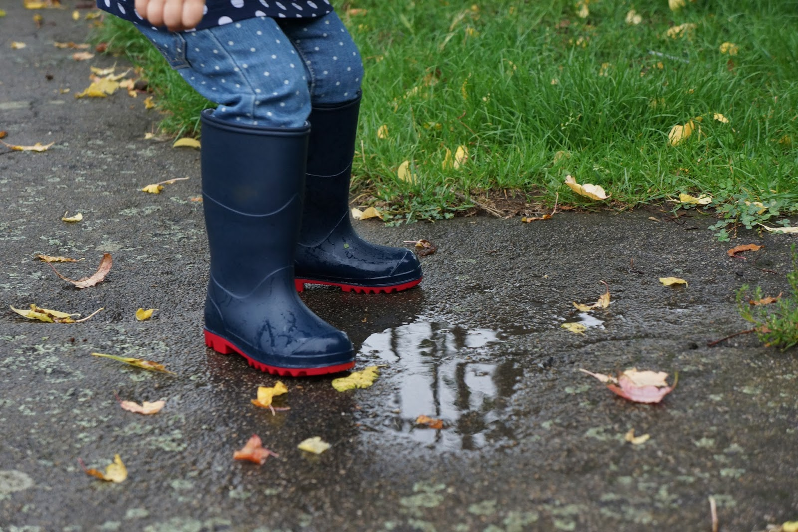 muddy puddless classic wellies navy