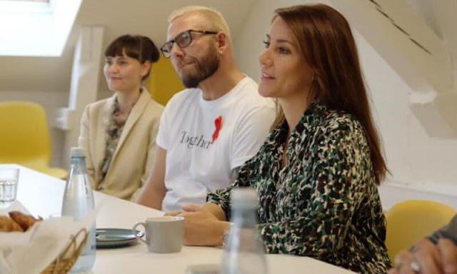 Princess Marie wore a Simona printed midi shirtdress from Gerard Darel. Princess Marie is patron of the Danish AIDS Foundation since 2012