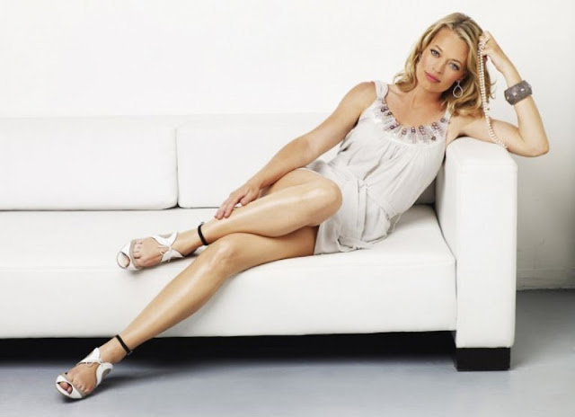 Jeri Ryan Hot & Sexy Pics