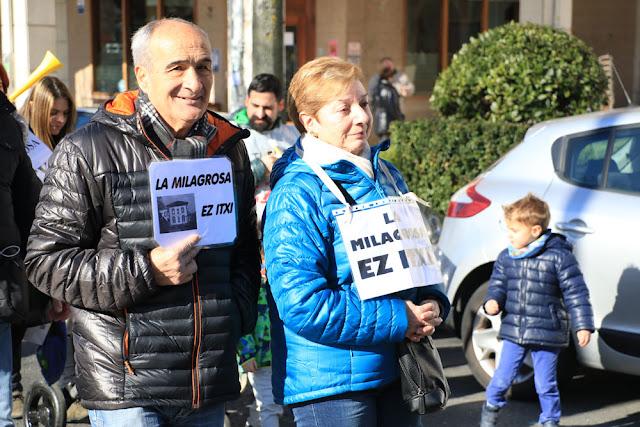 Manifestación de familias y profesores del colegio La Milagrosa