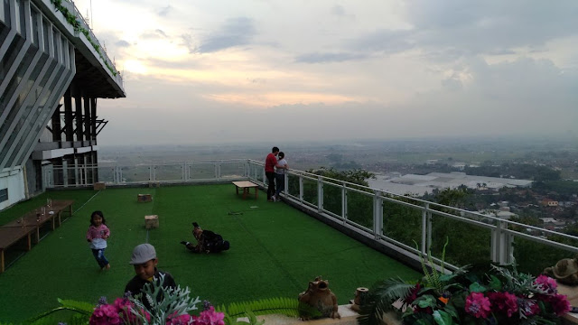 Suasana Romantis di Mountain Breeze
