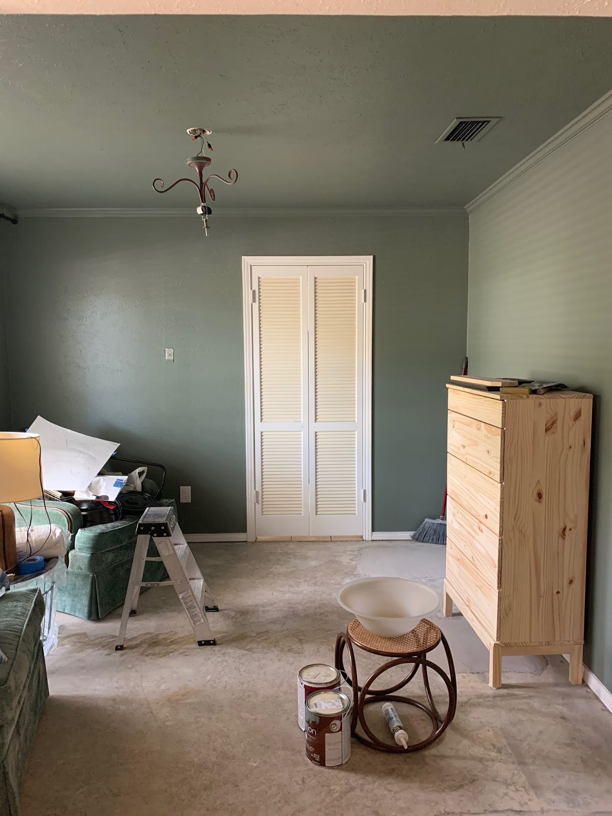 It's week 2 of the Spring 2019 One Room Challenge. Come check out our reading room progress! | House Homemade